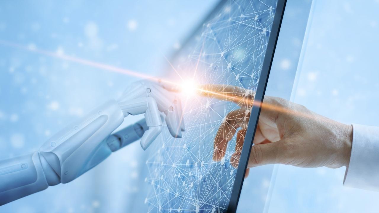 Wir geben Ihnen einen Überblick zu den wichtigsten Fragen rund um das Thema Künstliche Intelligenz für die Arbeit in der öffentlichen Verwaltung.